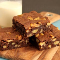 Сочно Брауни колаче со ореви
