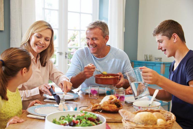 Семејниот ручек има повеќе предности за вашето семејство