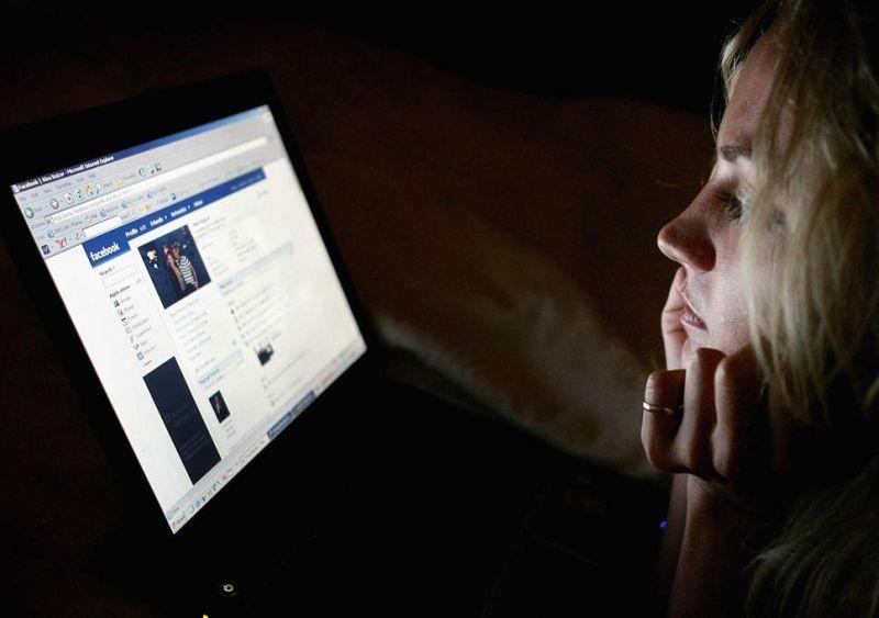 Фејсбук ги спојува луѓето, но ги прави несреќни