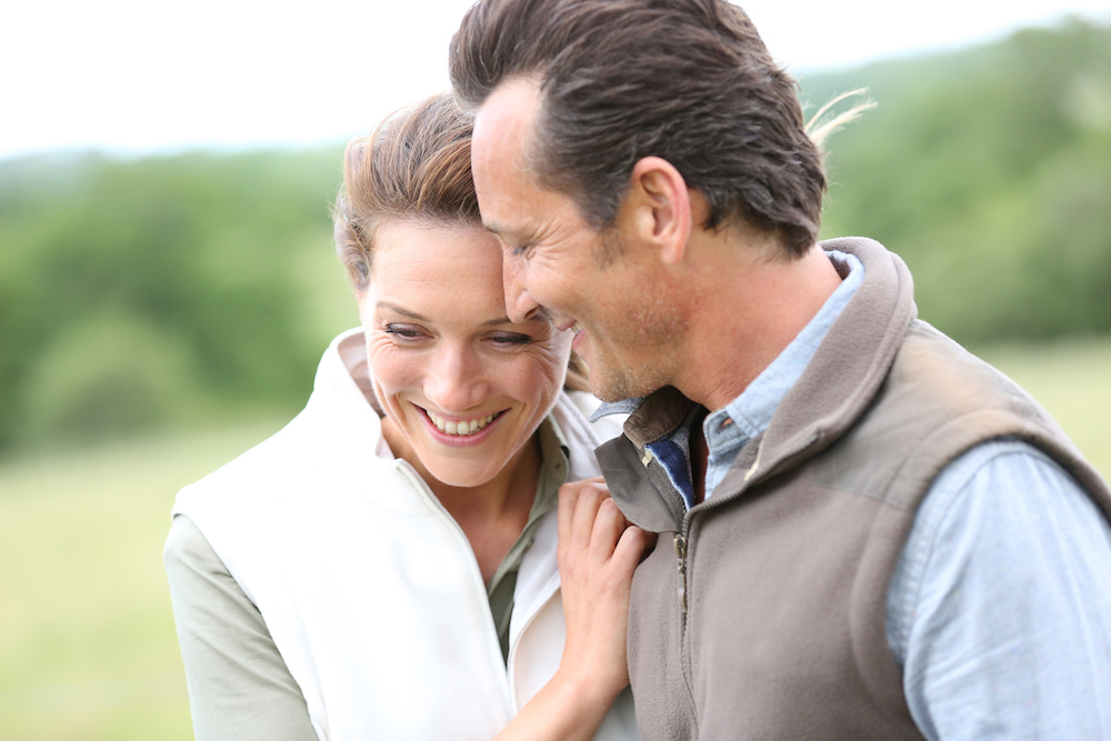 Паровите кои се 20 години во брак се посреќни од младите парови