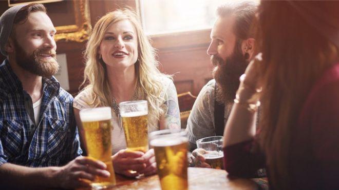 Паб во Англија ќе ви плати за да пиете пиво кај нив
