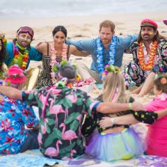 Принцот Хари и Меган Маркл се прошетаа на плажата Бонди во Австралија