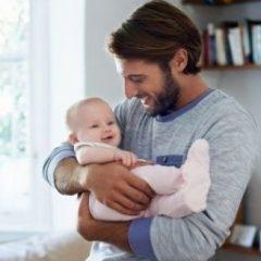 Татковците можат да влијаат на менталниот развој на бебињата