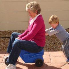 Бабите и дедовците го зголемуваат ризикот од дебелина кај децата