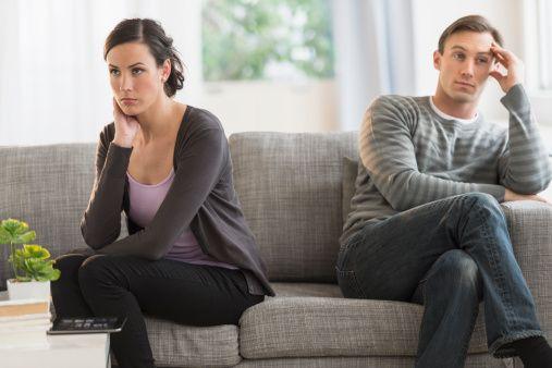 Знаци кои укажуваат дека живеете во брак без љубов
