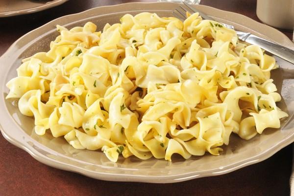 Брзи тестенини со путер и пармезан