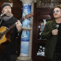 Фронтменот на U2 пееше за бездомниците во Даблин