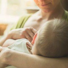 Мајките што дојат создаваат единствена храна за бебињата и имаат многу поздрави коски