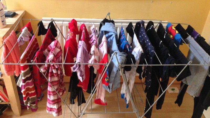 Сушењето алишта во затворен простор не е воопшто безопасно