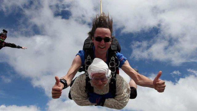 Irene O'Shea стана најстарата жена што скокнала од авион со падобран