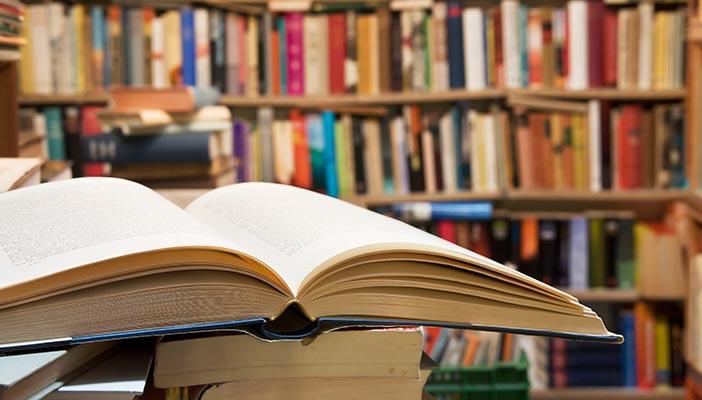 Зошто да се опкружите со повеќе книги отколку што некогаш ќе имате време да прочитате