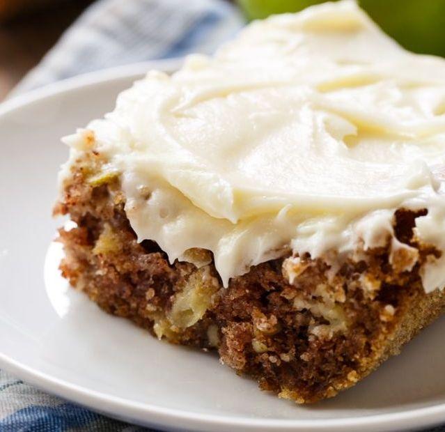Торта со јаболка и ореви