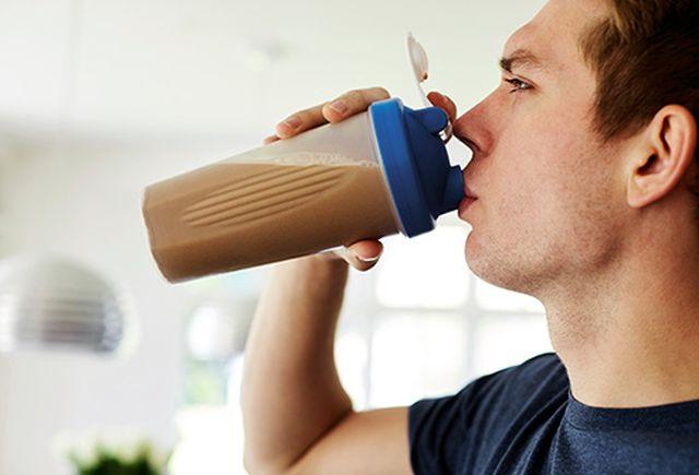 Чоколадното млеко е подобро од спортските енергетски пијалаци