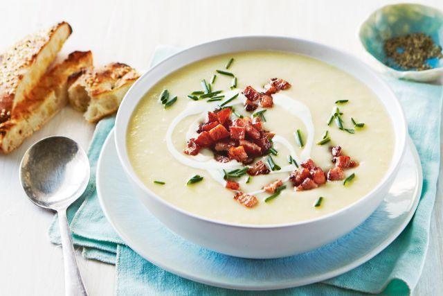 Крем супа со компири, праз и сланина