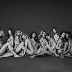 Синди Крафорд и Керолин Марфи позираа голи за да докажат дека годините се само бројка
