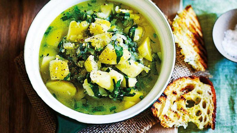 Супа од спанаќ и компири