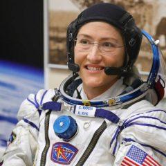 Скафандерите на НАСА се преголеми за женскиот тандем што требаше да оди на вселенска прошетка