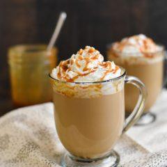 Кафе со карамел сос