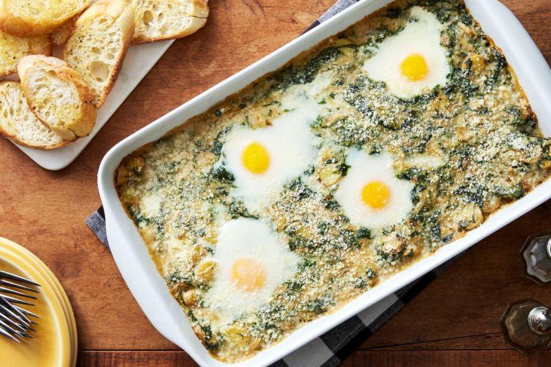Спанаќ потпечен со компири и јајца