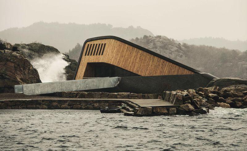 Отворен е најголемиот подводен ресторан на светот