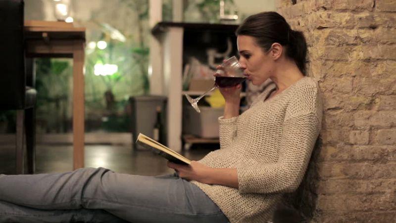 Навиките за пиење алкохол на мајките, се пренесуваат на нивните деца