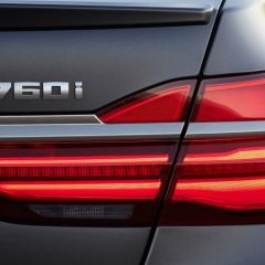 Моќниот V12 мотор на BMW сè уште нема да оди во пензија