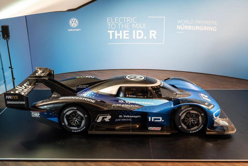 Електричниот ID. R на Фолксваген се подготвува за рушење на рекордот на Nurburgring Nordschleife