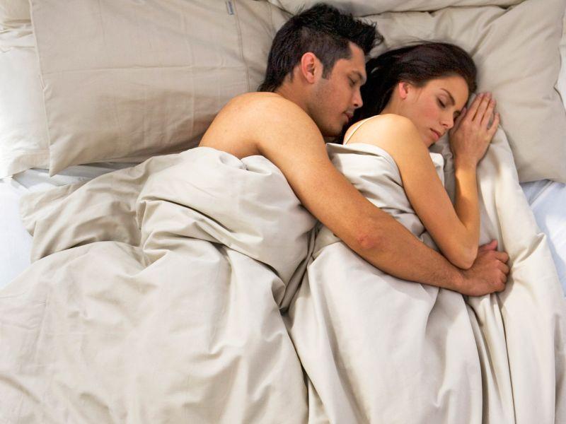 Што значи кога партнерот ќе потоне во сон веднаш по водењето љубов