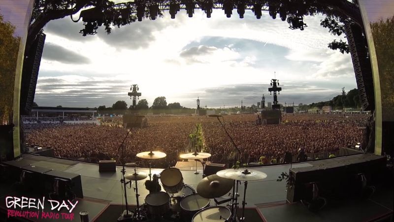 60,000 people singing Bohemian Rhapsody