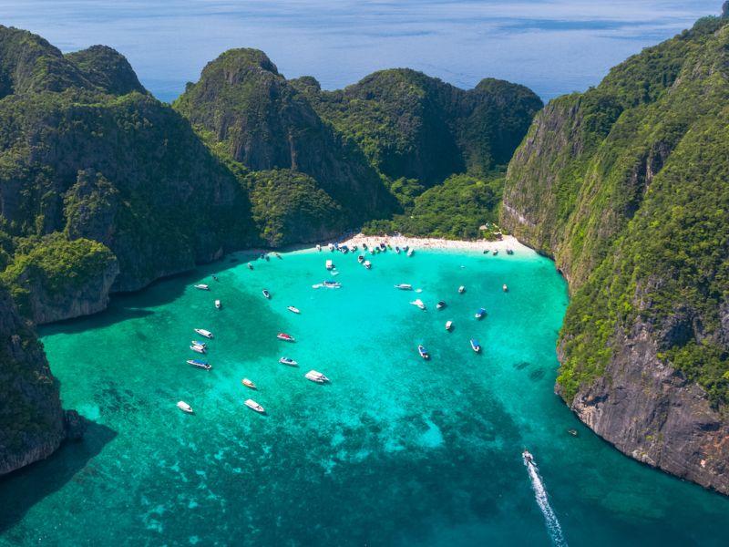 """Тајландската плажа од филмот """"The Beach"""" со Леонардо Ди Каприо ќе остане затворена за туристи до 2021 година"""