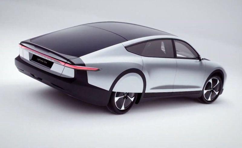 Lightyear One – електричен автомобил кој ги полни батериите и на сонце