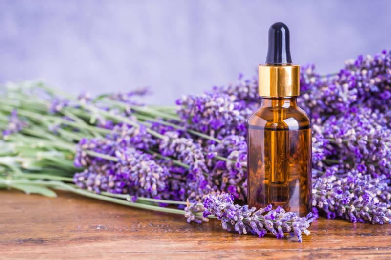 Ублажете ги главоболките со етерични масла