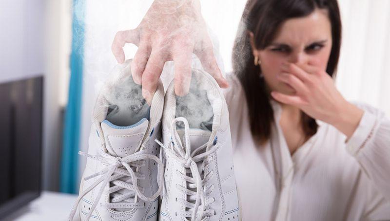 Необичен начин да се ослободите од непријатниот мирис на обувките