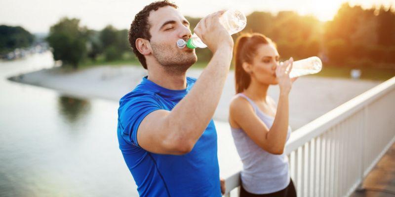 Зошто е важно да се пие вода пред, за време и после тренинг