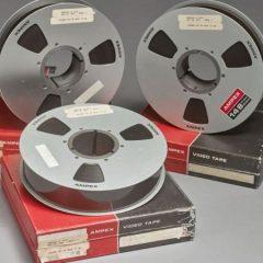 Оригиналните ленти од слетувањето на Нил Армстронг на Месечината се продадени за само 218 долари