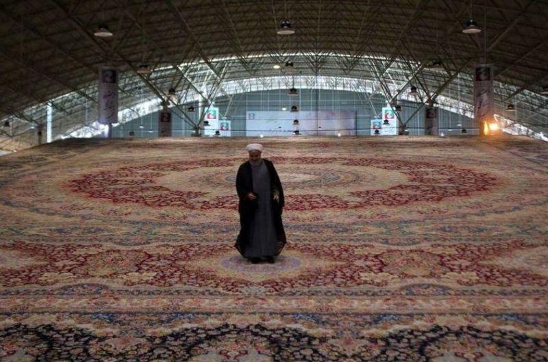 Иран го направи најголемиот тепих на светот, долг дури 600 метри