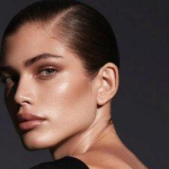 Бразилката Валентина Сампаио е првиот трансродов модел кој соработува со Victoria's Secret