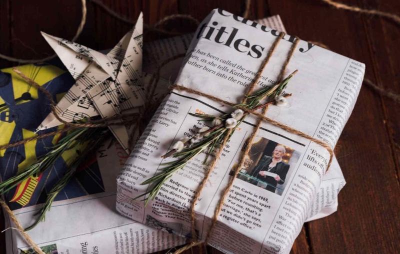 Креативност на дело – спакувајте ги подароците за Нова година со обичен весник