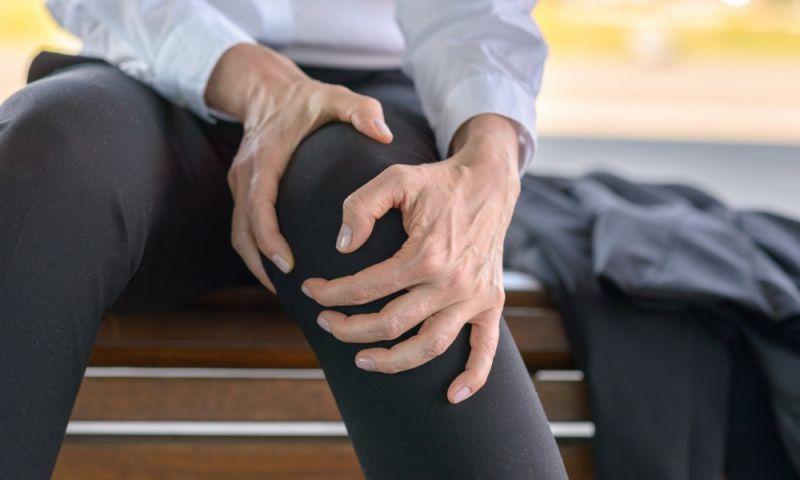 Телесната болка се намалува ако го држите повреденото место