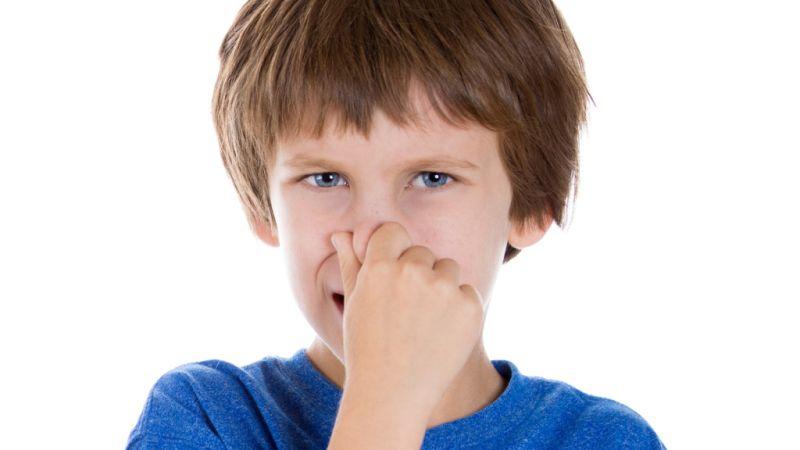 Мирисот на цигари од облеката на возрасните е штетен за децата