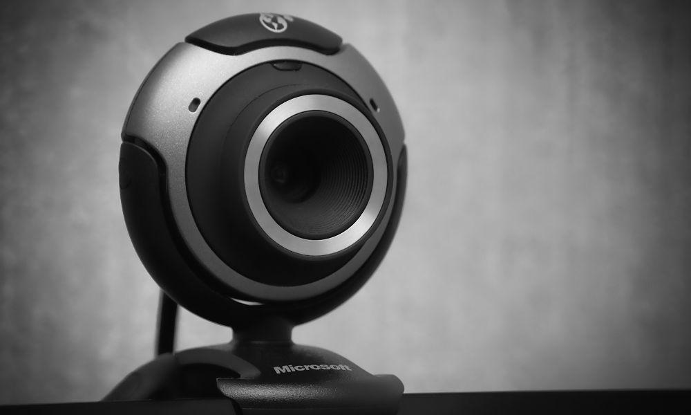 Како да се заштитите кога не ја користите веб-камерата