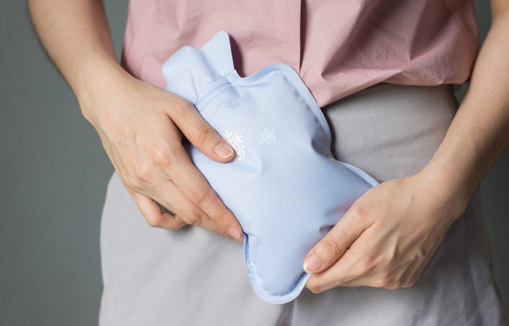 Зошто боли стомакот после удар во тестиси?